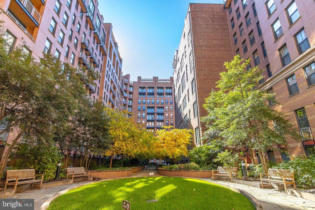 Building Courtyard Area - 616 E ST NW #1201, WASHINGTON