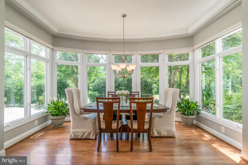 Breakfast area in sunroom - 43559 FIRESTONE PL, LEESBURG