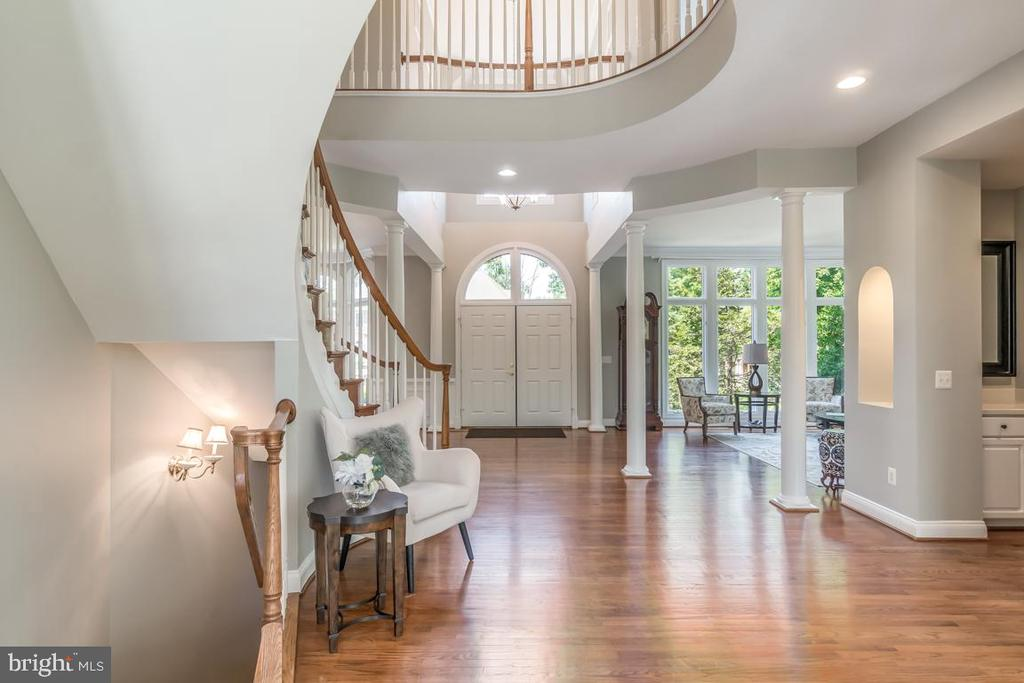 Foyer and staircase - 43559 FIRESTONE PL, LEESBURG