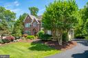 Exterior front and long driveway - 43559 FIRESTONE PL, LEESBURG