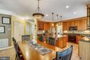 Gourmet center isle kitchen & breakfast area - 9704 WOODFIELD CT, NEW MARKET