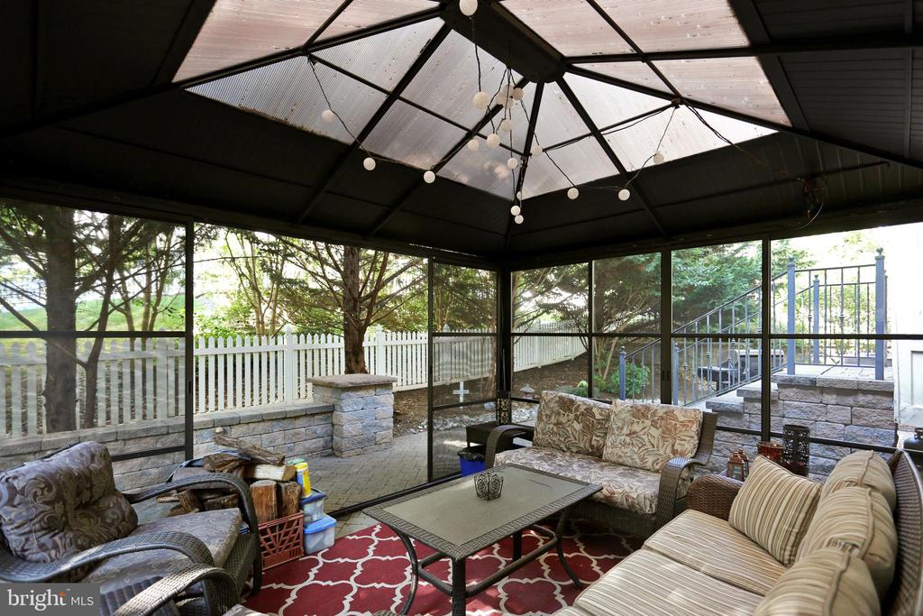 Enjoy the outdoors sitting in the gazebo - 9704 WOODFIELD CT, NEW MARKET