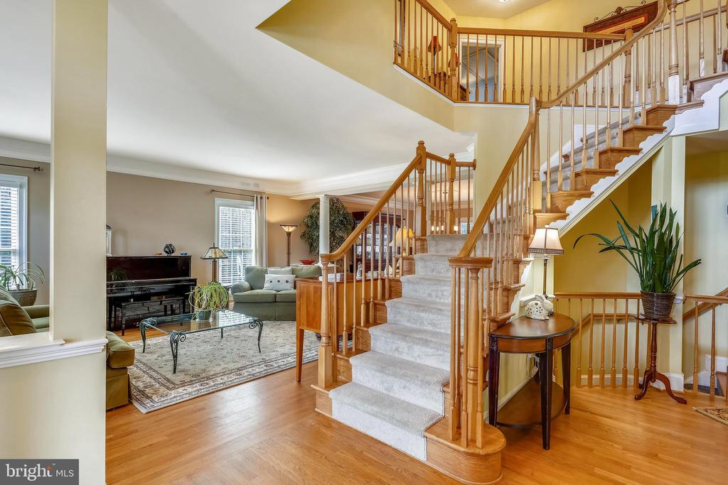 Main level foyer is open to living room and librar - 9704 WOODFIELD CT, NEW MARKET