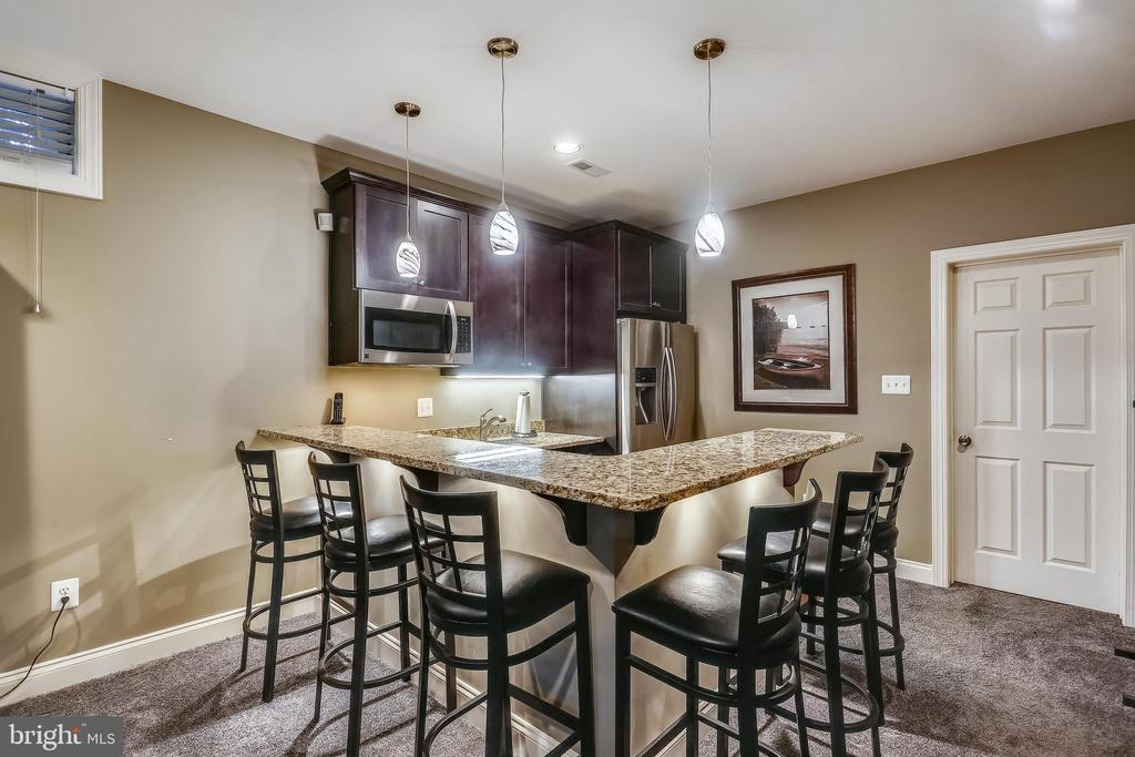 Bar/Kitchenette on the lower level rec room area - 9704 WOODFIELD CT, NEW MARKET