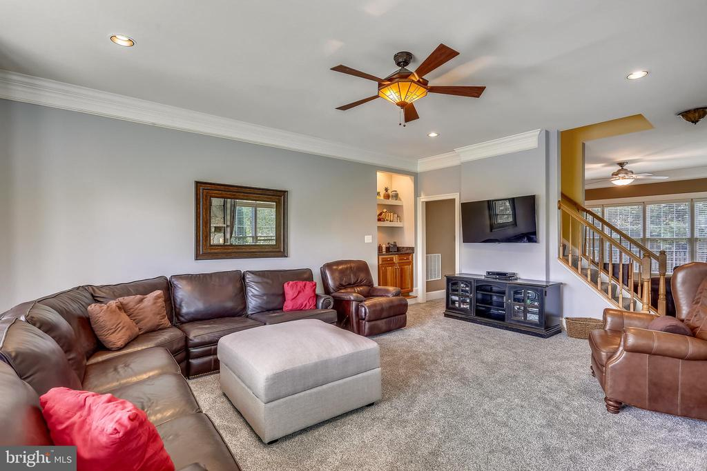 Dual entries to the morning room from family room - 9704 WOODFIELD CT, NEW MARKET