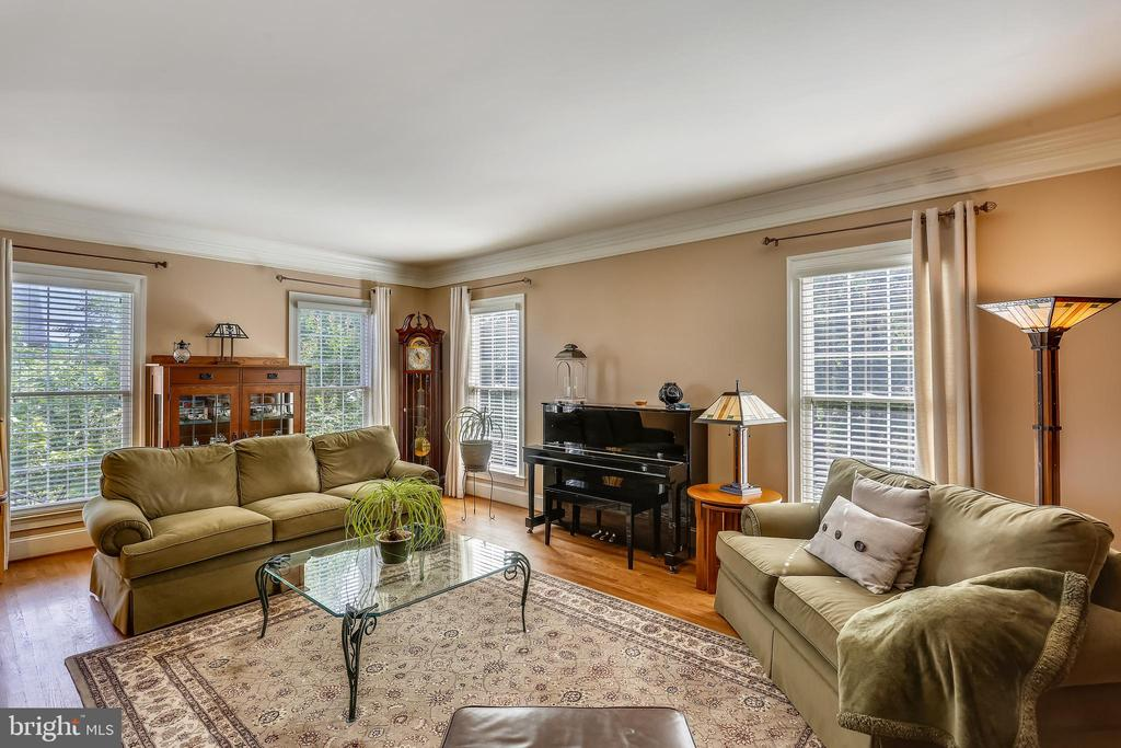 Formal living room has gleaming hardwood floor - 9704 WOODFIELD CT, NEW MARKET