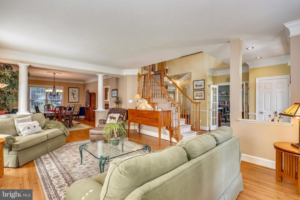 Formal living room is open to the dining room - 9704 WOODFIELD CT, NEW MARKET