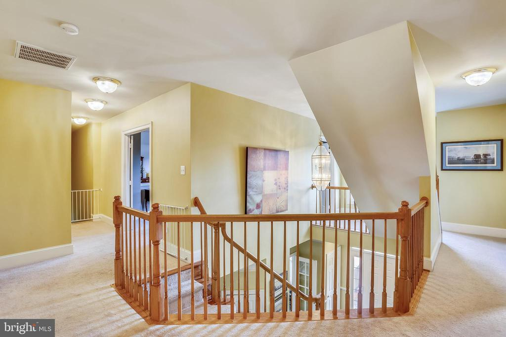 Third level hallway leads to 4 bedrooms - 9704 WOODFIELD CT, NEW MARKET