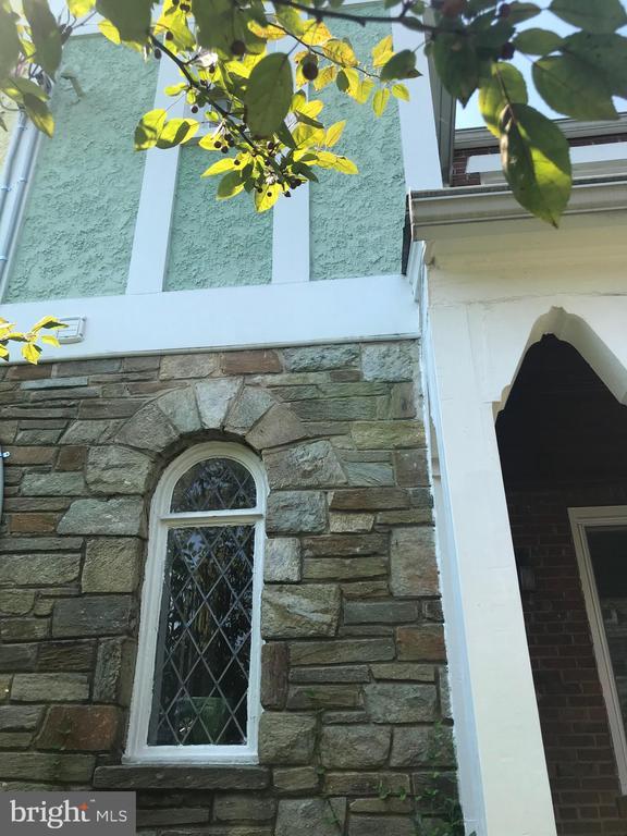 Gorgeous stone/stucco/brick exterior,tudor window - 520 ONEIDA PL NW, WASHINGTON