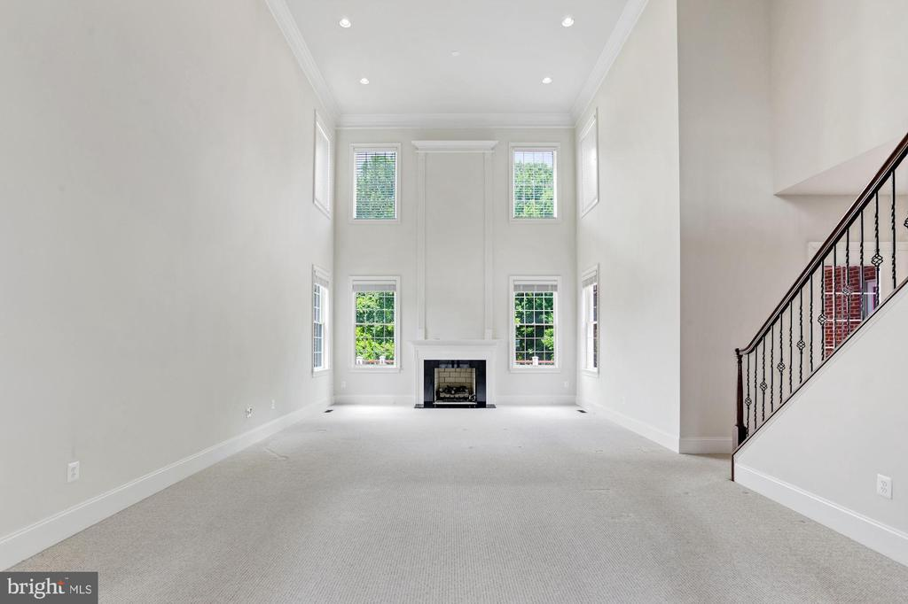 Two Story Great Room and Gas Fireplace - 4962 VALLEY VIEW OVERLOOK, ELLICOTT CITY