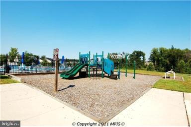 Community playground - 1410 MACFREE CT, ODENTON