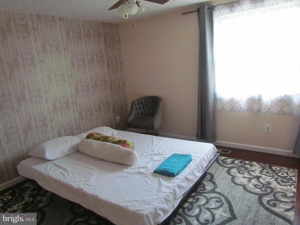 Main Unit Master Bedroom - 1215 SUNRISE CT, HERNDON