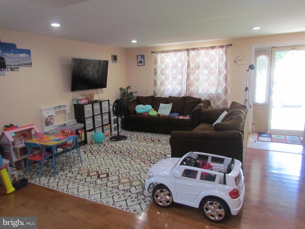 Main Unit Living  Room - 1215 SUNRISE CT, HERNDON