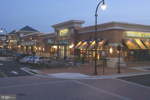 Walk to Shops & Restaurants - 43567 MICHIGAN SQ, LEESBURG