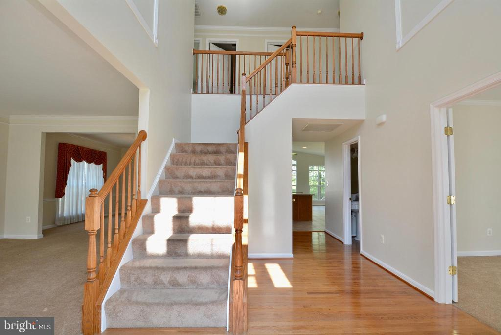 Inviting Two- story Foyer - 5221 PAINTED TURTLE WAY, WOODBRIDGE