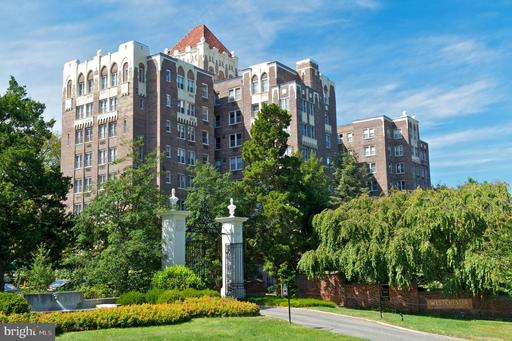 4000 CATHEDRAL AVE NW #424B