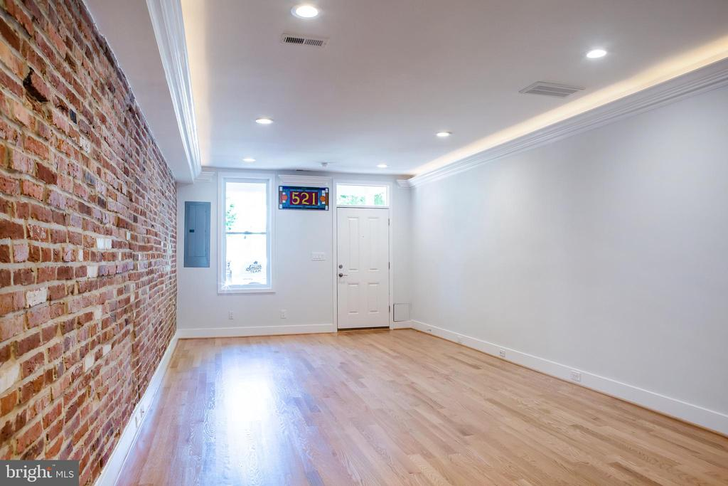 Recessed Lights with more behind crown molding - 521 11TH ST SE, WASHINGTON