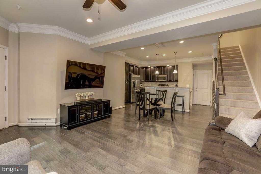 Great layout for entertaining - 14132 HARO TRL, GAINESVILLE