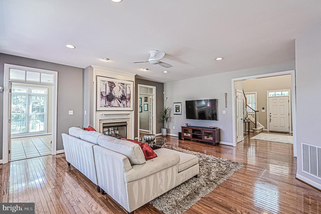 Family Room w/ Hardwoods & Ceiling Fan - 26124 TALAMORE DR, CHANTILLY