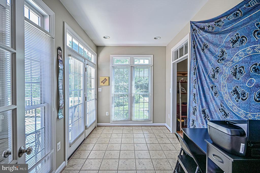 Den w/ Ceramic Tile & Oversized Windows - 26124 TALAMORE DR, CHANTILLY