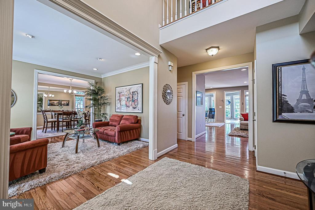 Hardwoods in Foyer - 26124 TALAMORE DR, CHANTILLY
