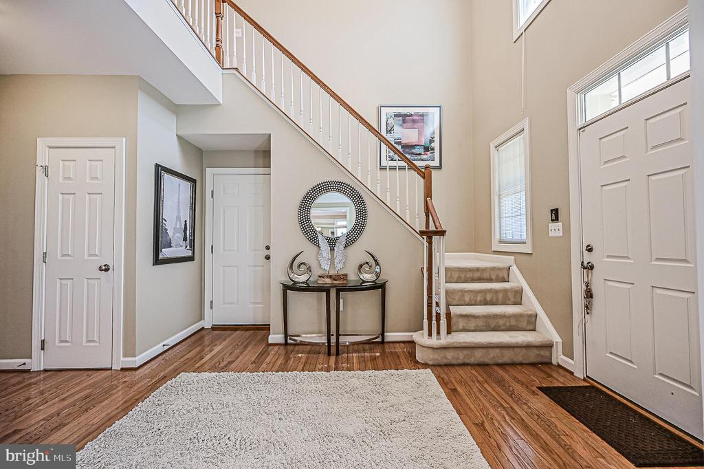 Dramatic Two Story Ceilings in Foyer - 26124 TALAMORE DR, CHANTILLY