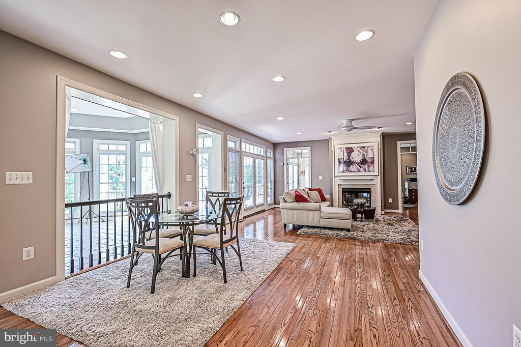 Breakfast Room Opens to Sunroom & Family Room - 26124 TALAMORE DR, CHANTILLY
