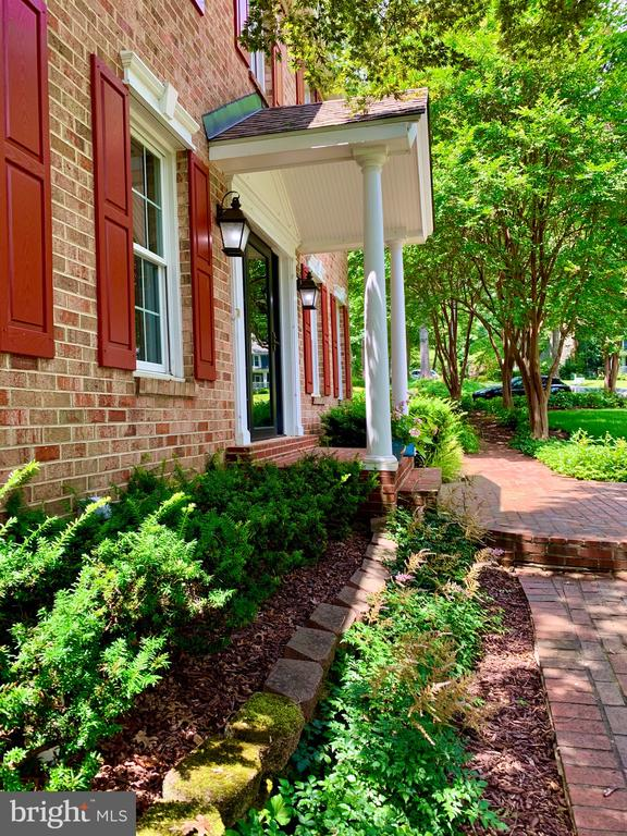 Beautiful Brick Walkways, Lush Landscape - 1960 BARTON HILL RD, RESTON