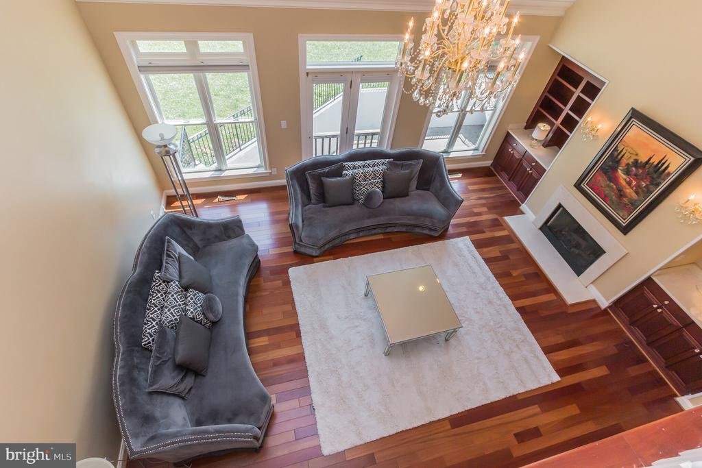 Two story Family Room - 4633 HOLLY AVE, FAIRFAX
