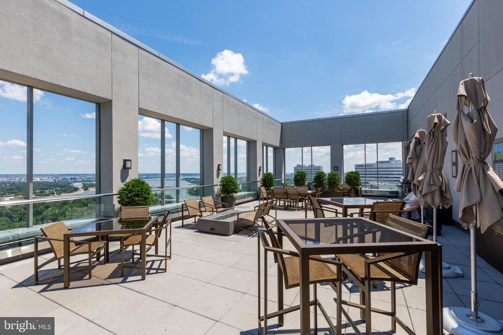 Grill & sunbath on the rooftop with amazing views - 1111 19TH ST N #2606, ARLINGTON