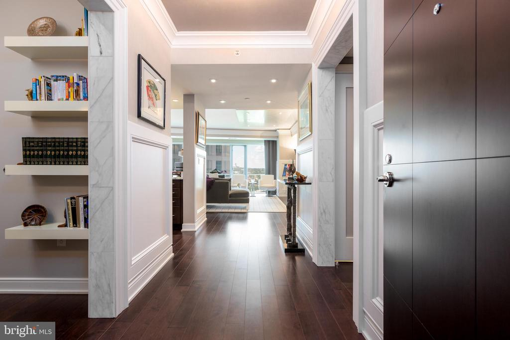 Beautiful entry into the unit - 1111 19TH ST N #2606, ARLINGTON