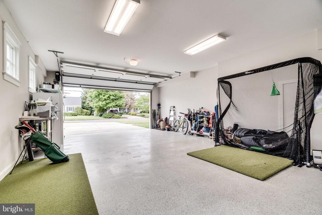 Climate controlled (heated and cooled) garage - 6221 ARKENDALE RD, ALEXANDRIA