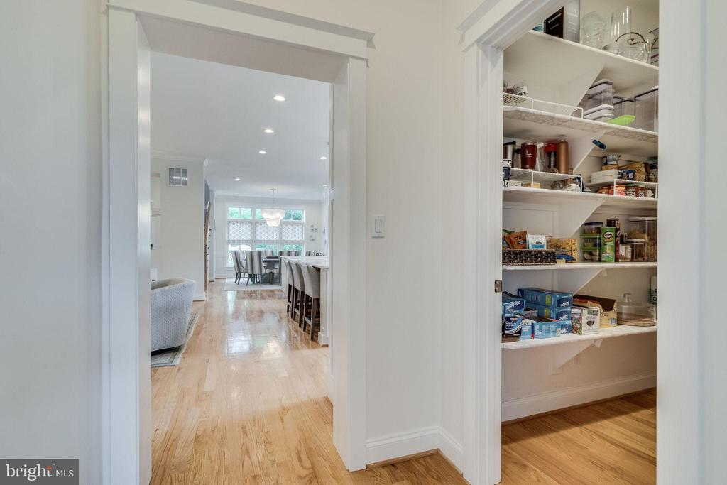 Walk in pantry with shelving just off kitchen - 6221 ARKENDALE RD, ALEXANDRIA