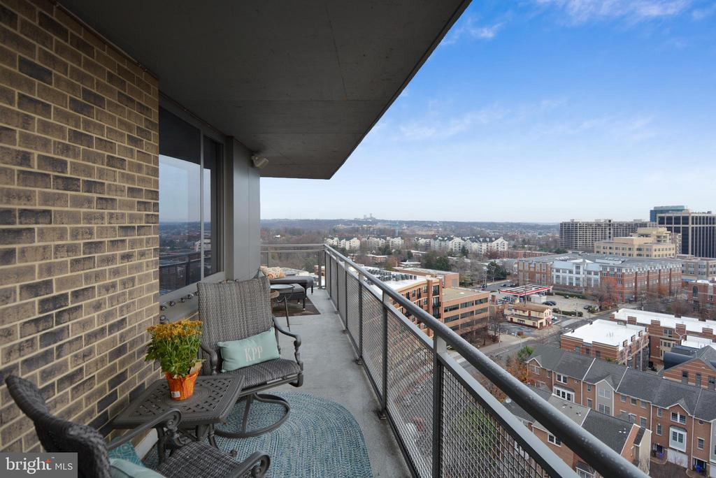 Imagine watching fireworks from private balcony - 2001 15TH ST N #1104, ARLINGTON