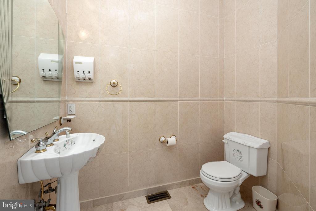 Half Bathroom - 3714 FAIRWAYS CT, FREDERICKSBURG