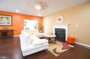 Family room with fireplace - 43217 BARNSTEAD DR, ASHBURN