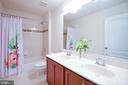 Full bath 2 - 43217 BARNSTEAD DR, ASHBURN