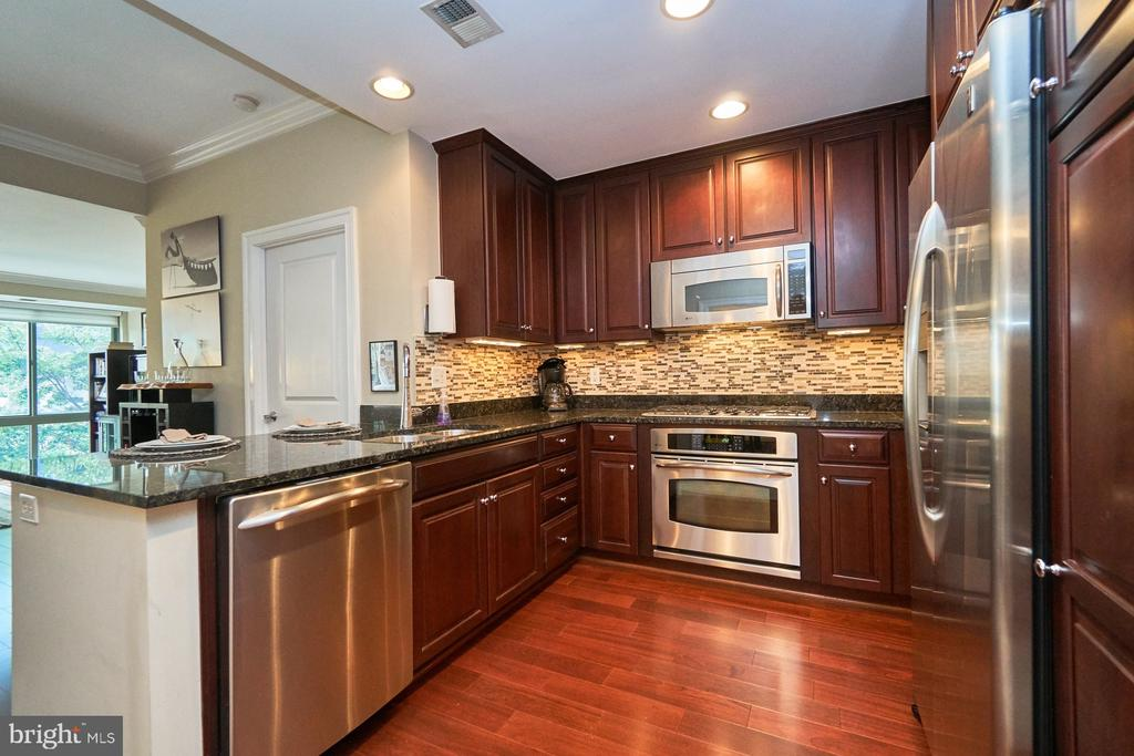 Granite counters and a decorative backsplash - 3625 10TH ST N #205, ARLINGTON