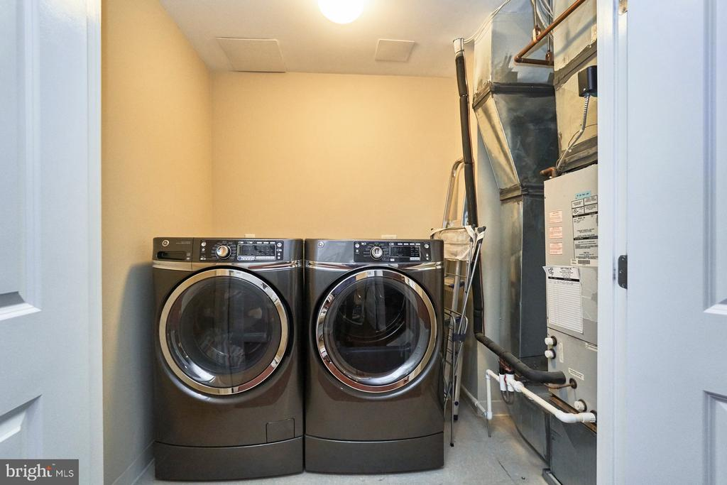 Full Size Washer and Dryer - 3625 10TH ST N #205, ARLINGTON