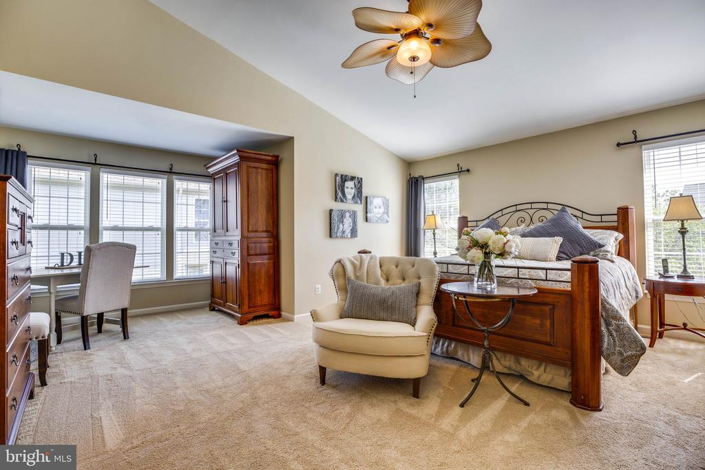 Large Master Bedroom - 26062 SARAZEN DR, CHANTILLY