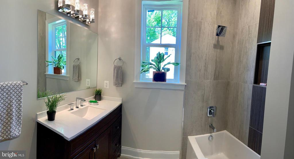 Full bathroom in main level - 1523 GINGERWOOD CT, VIENNA