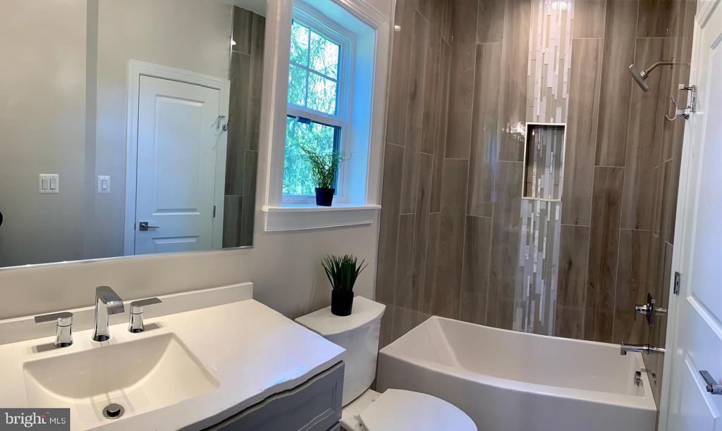 Full bathroom in bedroom #1 - 1523 GINGERWOOD CT, VIENNA