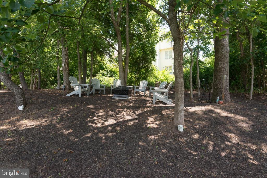 Shady Relaxing Spot - 1057 MARMION DR, HERNDON