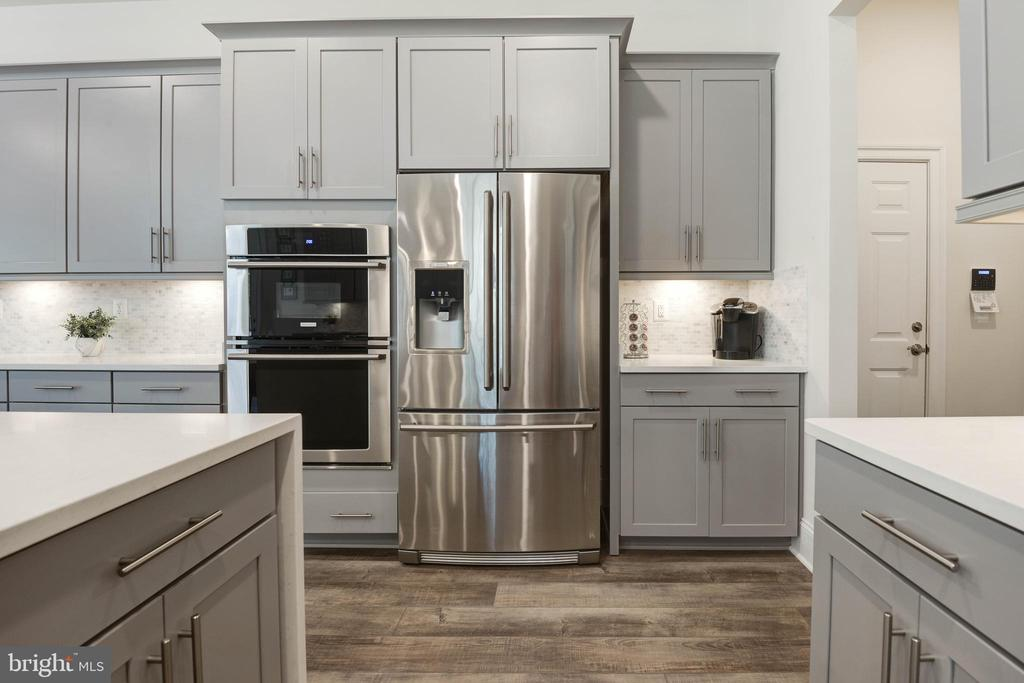 Double Ovens and French Door  Refrigerator - 1057 MARMION DR, HERNDON