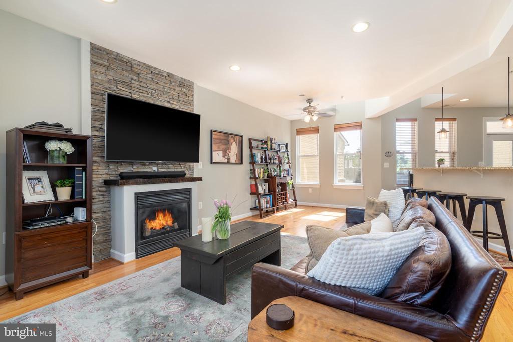 Living Room View - 600 KENTUCKY AVE SE #B, WASHINGTON