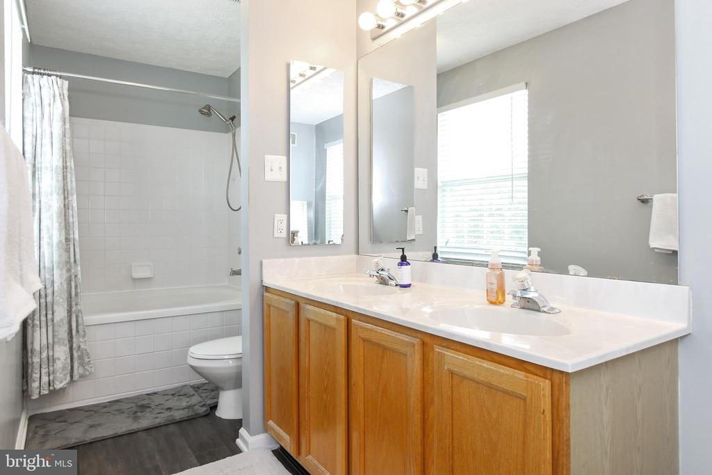 Large master bath - 6059 DOUGLAS AVE, NEW MARKET