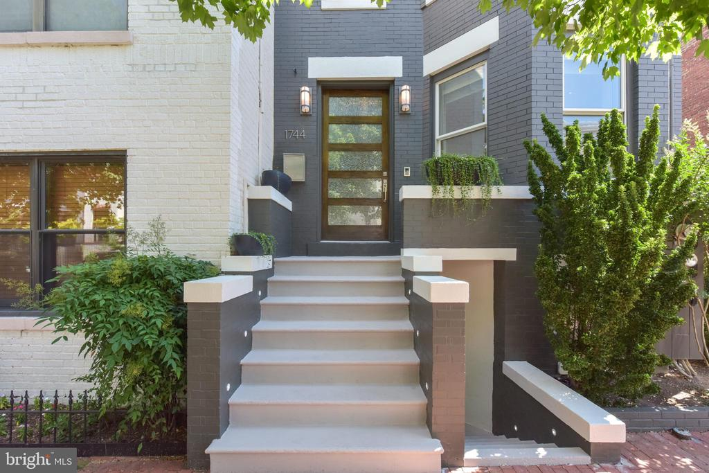 Intercom system allows entry access from anywhere - 1744 WILLARD ST NW, WASHINGTON