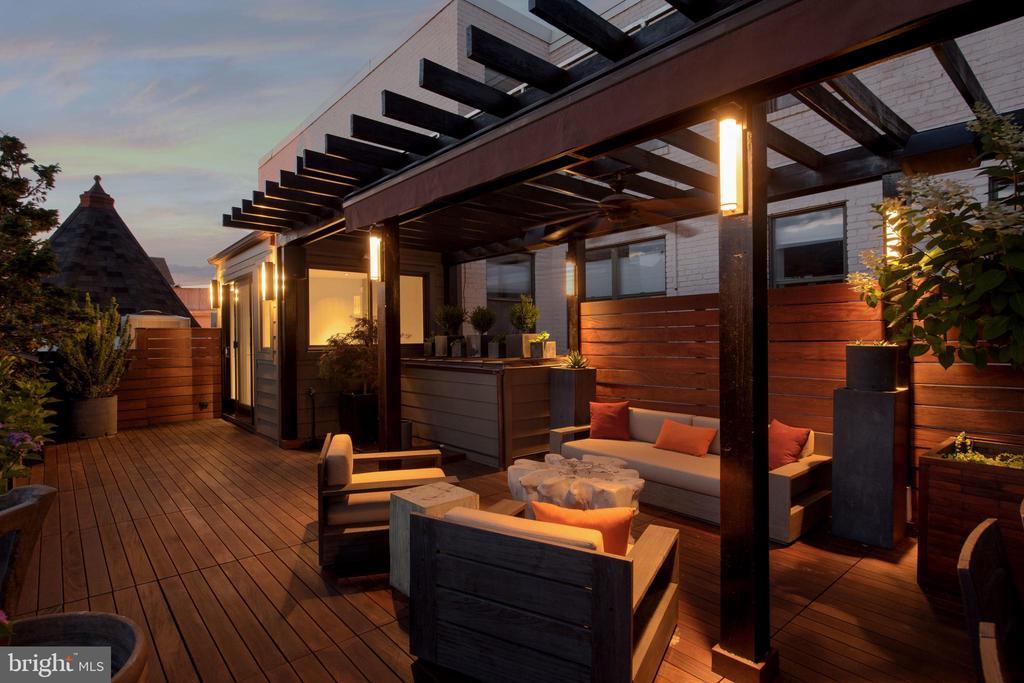Intimate Seating on Roof Terrace - 1744 WILLARD ST NW, WASHINGTON