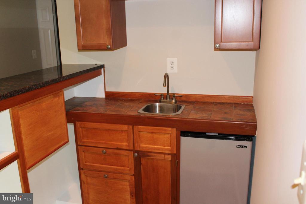 Mini Sink/Mini Fridge - 4800 N HILL DR, FAIRFAX