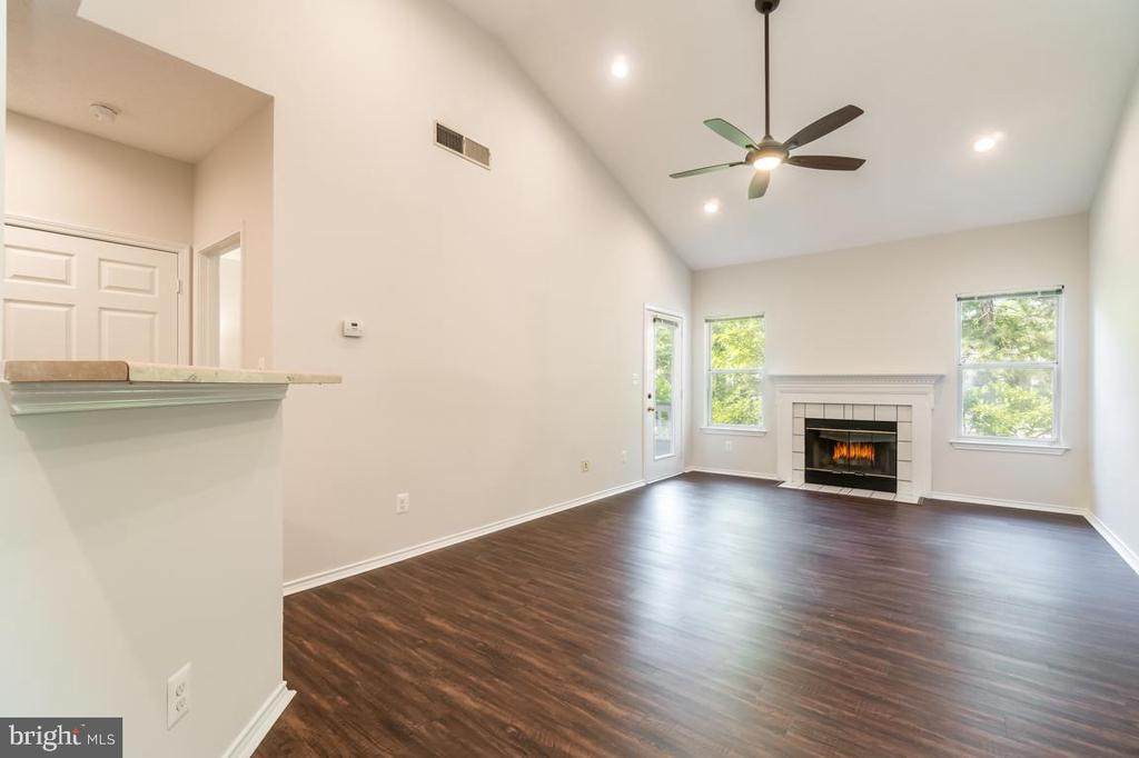 Vaulted Ceilings with custom recessed lighting - 4404 HELMSFORD LN #202, FAIRFAX